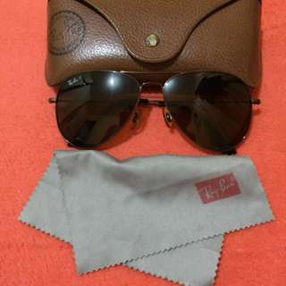 Orig. brown Ray-Ban Polarized Aviator! Bought in Qatar ( with signs of usage )