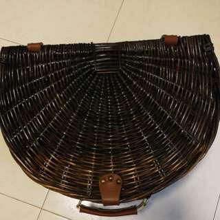 Semi circular picnic basket