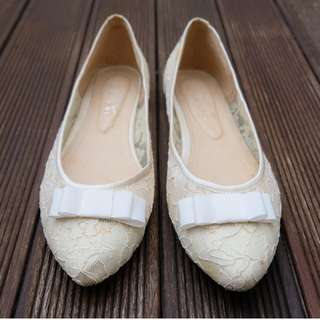 Stage of Playlord Lace Pointy Flat Shoes in Broken White