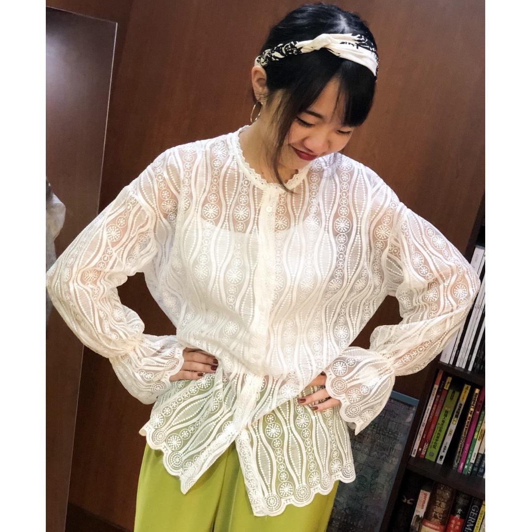 『2018春季~美翻天的硬挺蕾絲透視感襯衫式上衣<附短版小背心>』