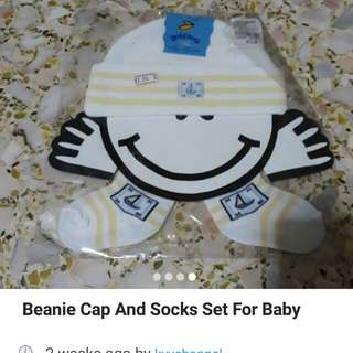 Baby hat and socks
