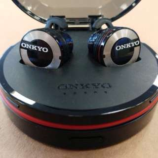 Onkyo W800BT 真無線藍牙耳機及充電盒 (行貨)