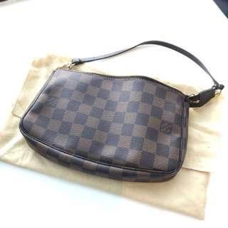 Louis Vuitton LV Pochette Damier 手袋