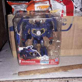 Transformer robot in disguise-deluxe class soundwave