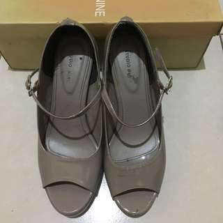 Grey open toe shoes