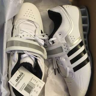 Brand new SIZE 9 Adidas weightlifting shoes