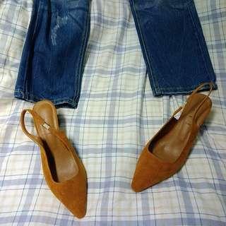 全新芥黃麂皮粗跟尖頭鞋