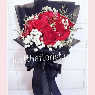 Black wrapping hand bouquet