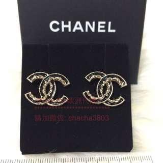 CHANEL logo earrings medium size