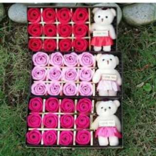 🌷🌹Soap Flowers 12pcs w/🐻            P220  Now Valentine's Day Gift 🎁