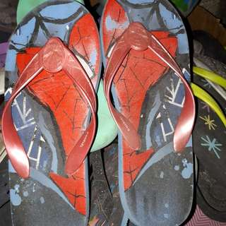 Spiderman slippers size 9 kids