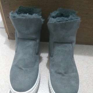 Sepatu Winter