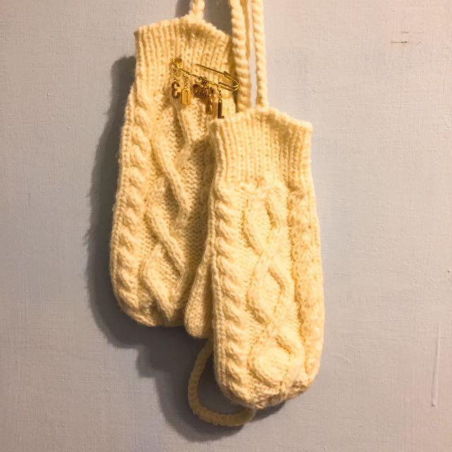 可愛米白色掛脖針織手套