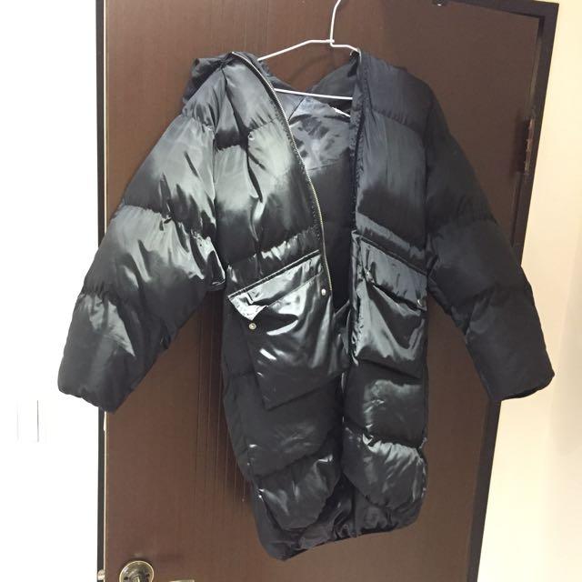 黑色長版羽絨外套