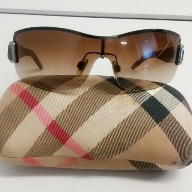 Authentic Burberry Shield Sunglasses with case B3043 RP$350