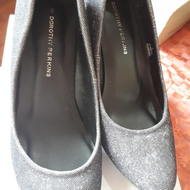 Dorothy Perkins black shiny shoes