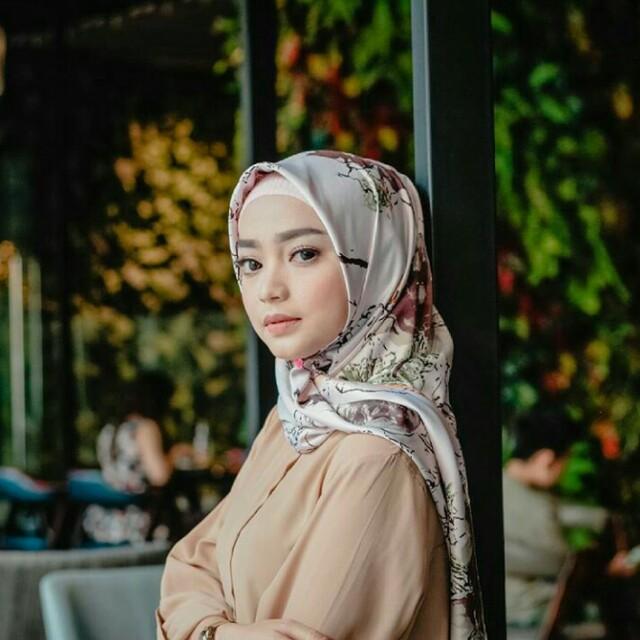 Hijab Stesa