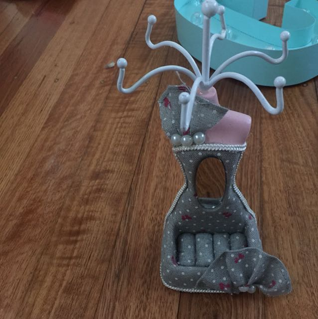 Jewellery holder/hanger