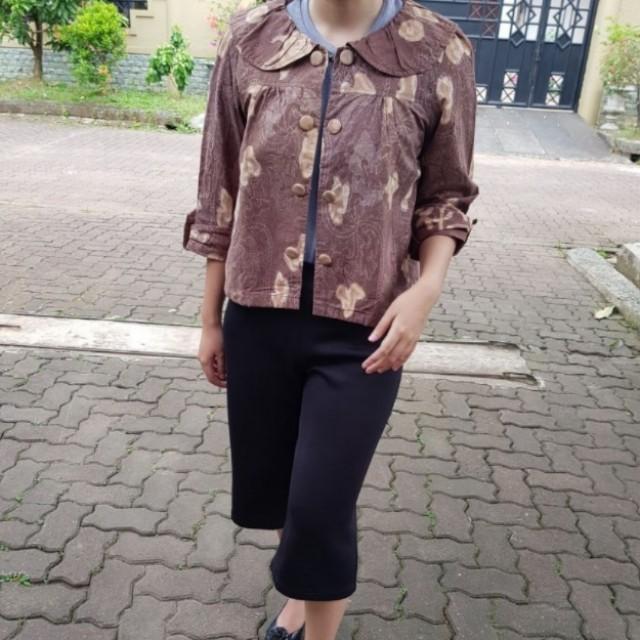 Outer/Blazer Corak Coklat semi Batik