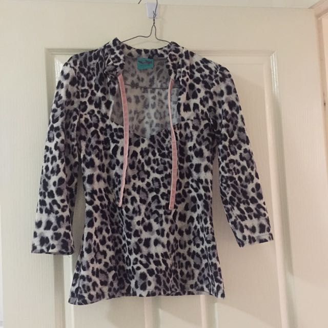 Powderpuff Boutique Lin got Sleeve Leopard Top