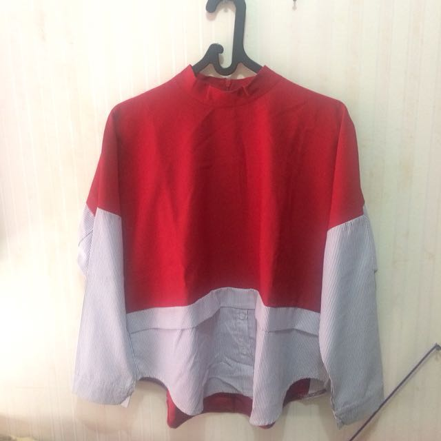 Red yuan shirt