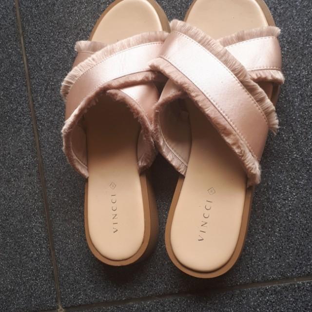 Sandal Vincci size 39 warna salem