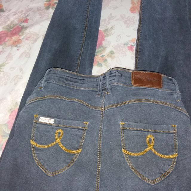 Skinny Jeans/ Stretchable