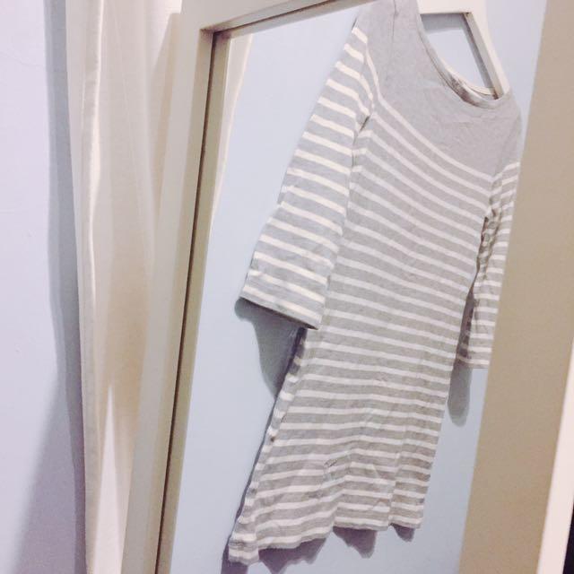 Uniqlo 無敵百搭的灰色條文長版上衣