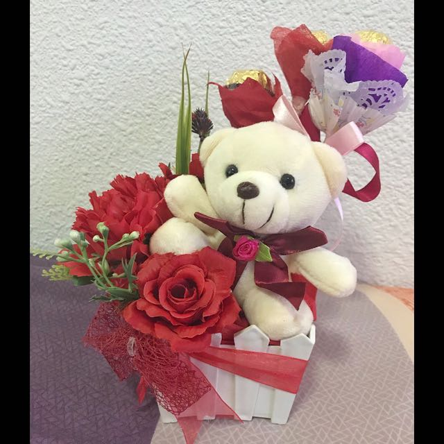 Valentines Gift Flower bouquet with mini Bear soft toy, Design ...