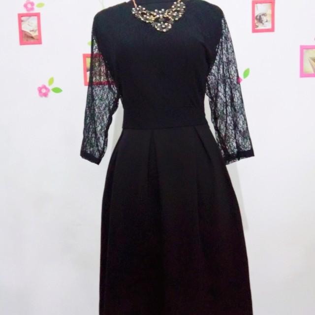 Vannes Dress Hitam