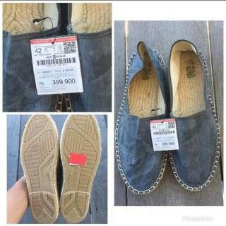 New sepatu pull&bear