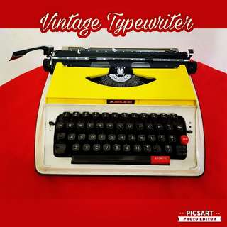 1970s Vintage Typewriter, Working Condition and just might need to replace your own ink ribbon especially for long or serious typing. $88 Offer! sms 96337309.