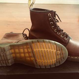 1460 GRIZZLY DR.MARTENS