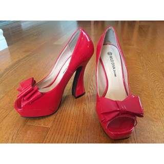 Never Worn High Heels, size 6 1/2