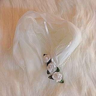 🌹 White rose hair clip with streamer