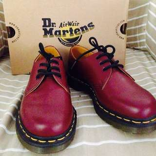 <Price Reduced> Authentic Dr. Marteens Low Cut (3 Holes)