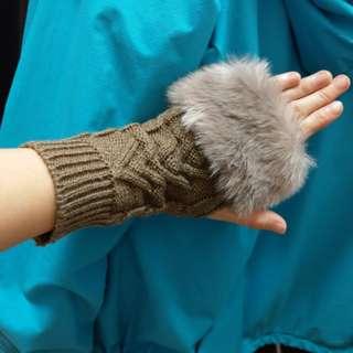 🚚 毛毛露手指毛線手套