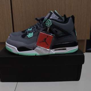 Air jordan retro 4 green glow