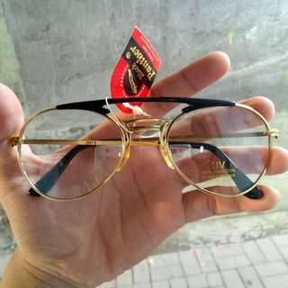 Kacamata vintage classic Obliben(black panther) Kondisi baru hanya stock lama -Frame,handle dari besi kuningan. -lensa kaca asli -stainless steel -kaca lensa bening sangat nyaman di pakai,kaca lensa adem
