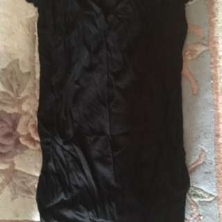 Medium long black maternity top