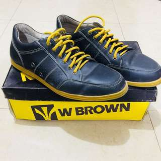 WBROWN size 8 shoes