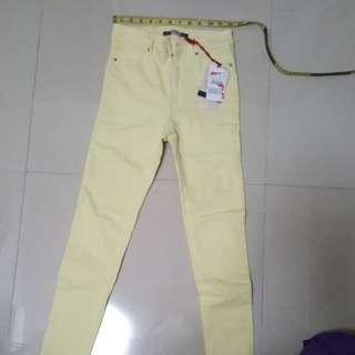 Light yellow skinny jean, mid rise XS