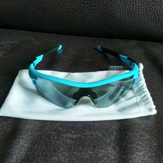2 lens, polarized, 100%real and made in USA.