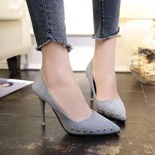 Mono-coloured Round Studs Suede Designed Pointy Heels