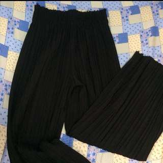 REPRICED! All black pleated palazzo pants / culottes