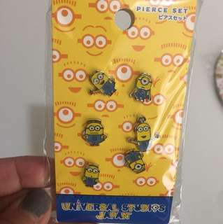 Universal 小黃人耳環