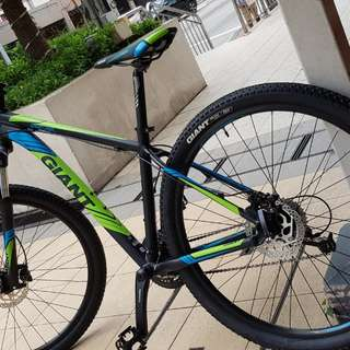 Giant revel 2 mountain bike medium size