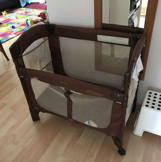 Arm's reach mini co-sleeper cot
