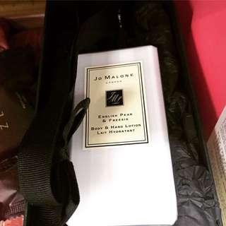 Jo Malone 英國梨與小蒼蘭手部及身體潤膚乳液  English pear & Freesia Body & Hand Lotion