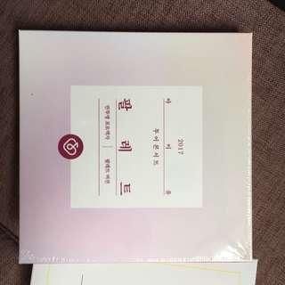 IU 2017官方透明相片集 一套兩款 clear photo frame